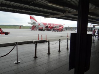 25 Road to plane AirAsia