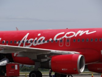 06 AirAsia red color