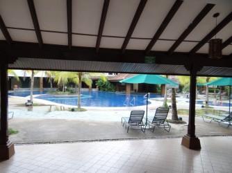 12 Lanai swimming pool