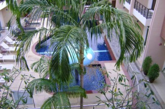 06 Pool in hotel