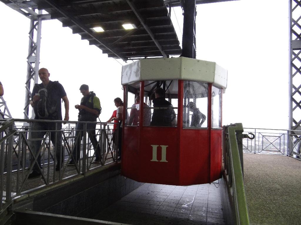 Funicular cabin
