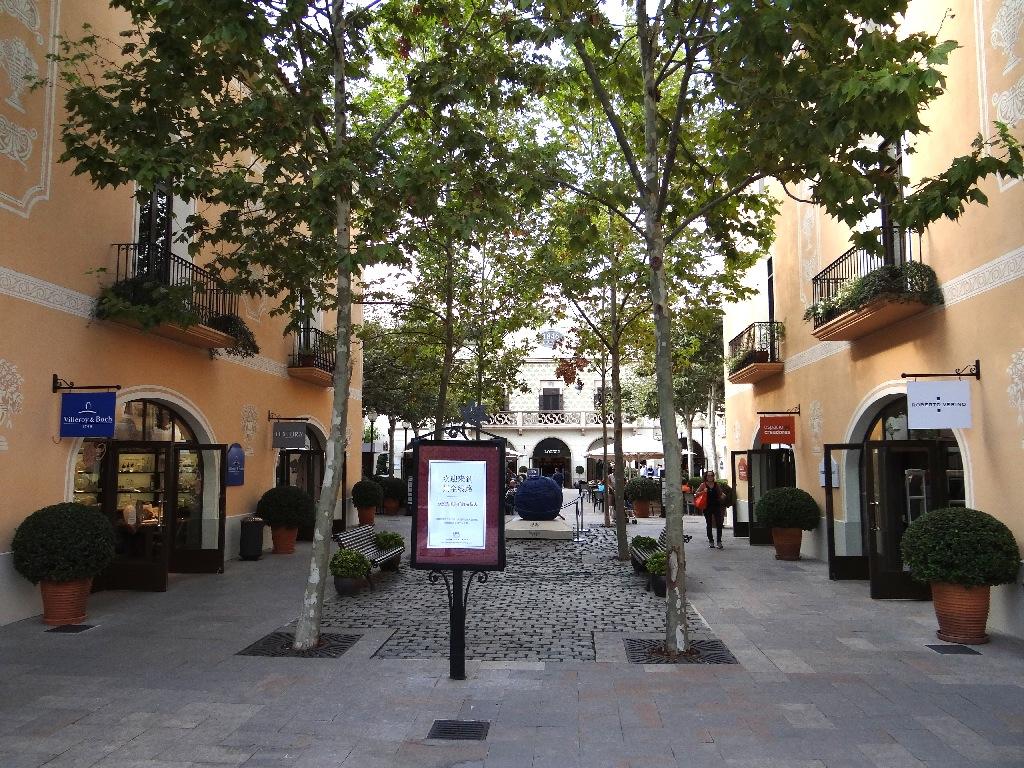 Outlet La Roca Villige enterance