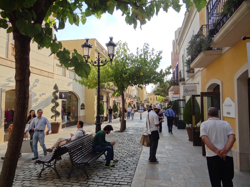 Outlet La Roca Villige street shop