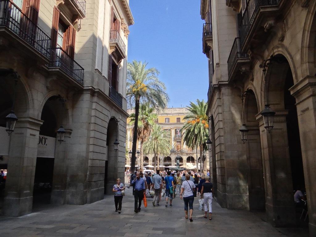 Plaza Real enterance