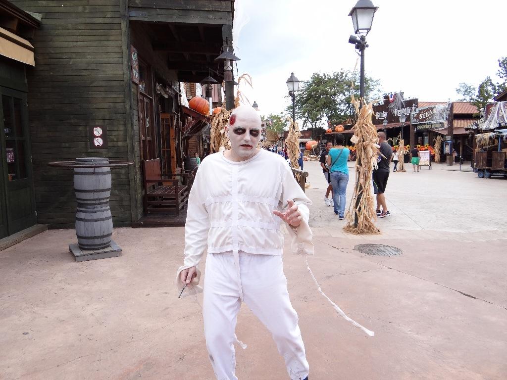 PortAventura Halloween mad man