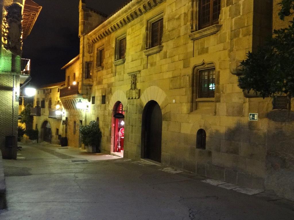 Pueblo Español street
