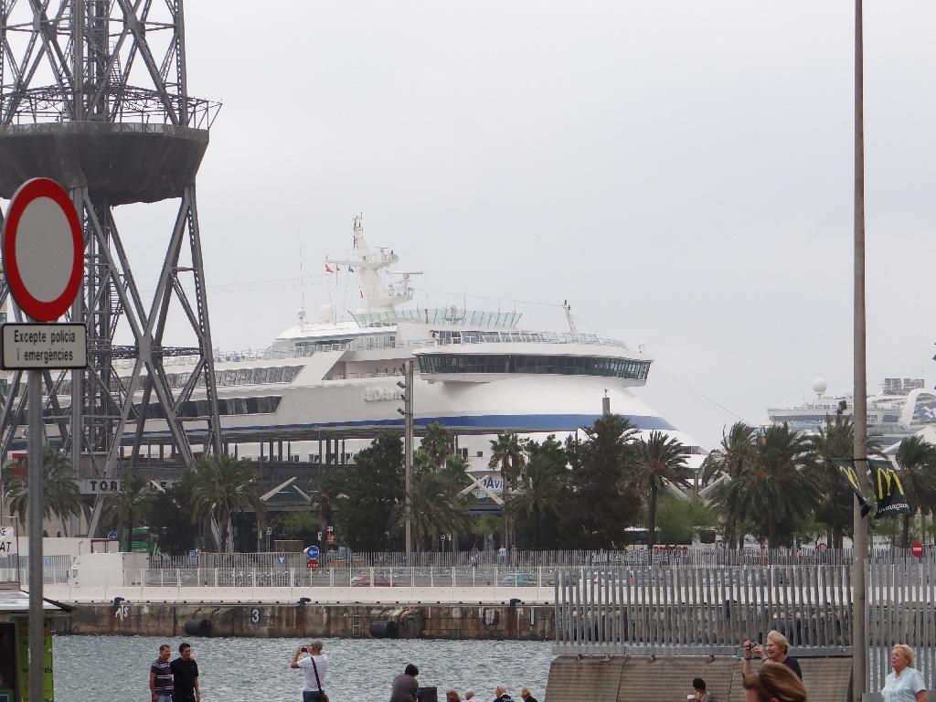 Seaside promenade liner