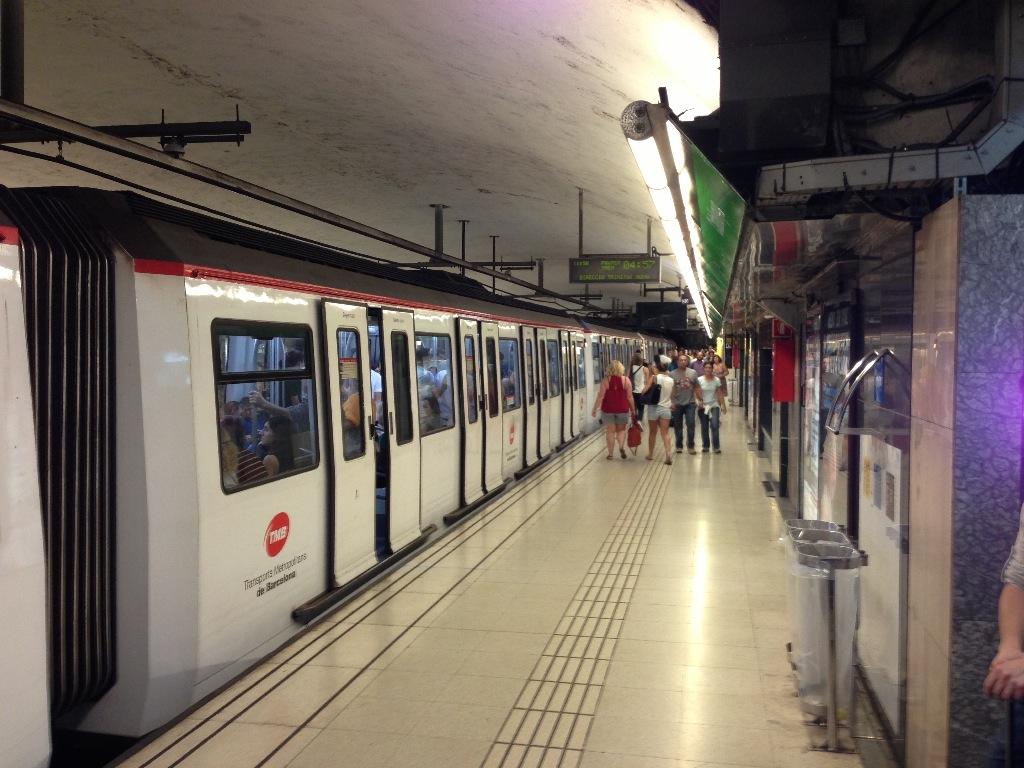 Subway Barselona Train
