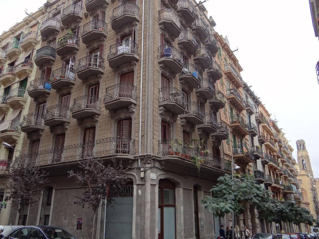 Tapioles street building