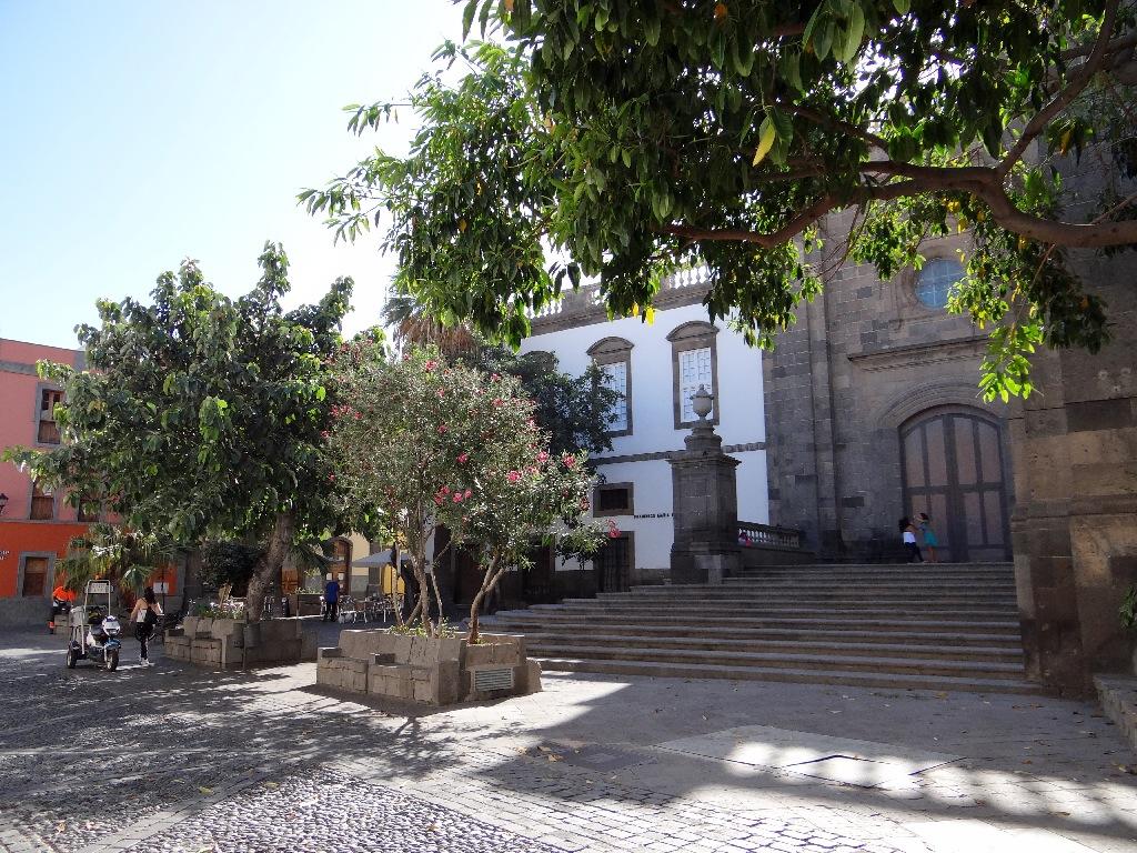 Las Palmas castle garden