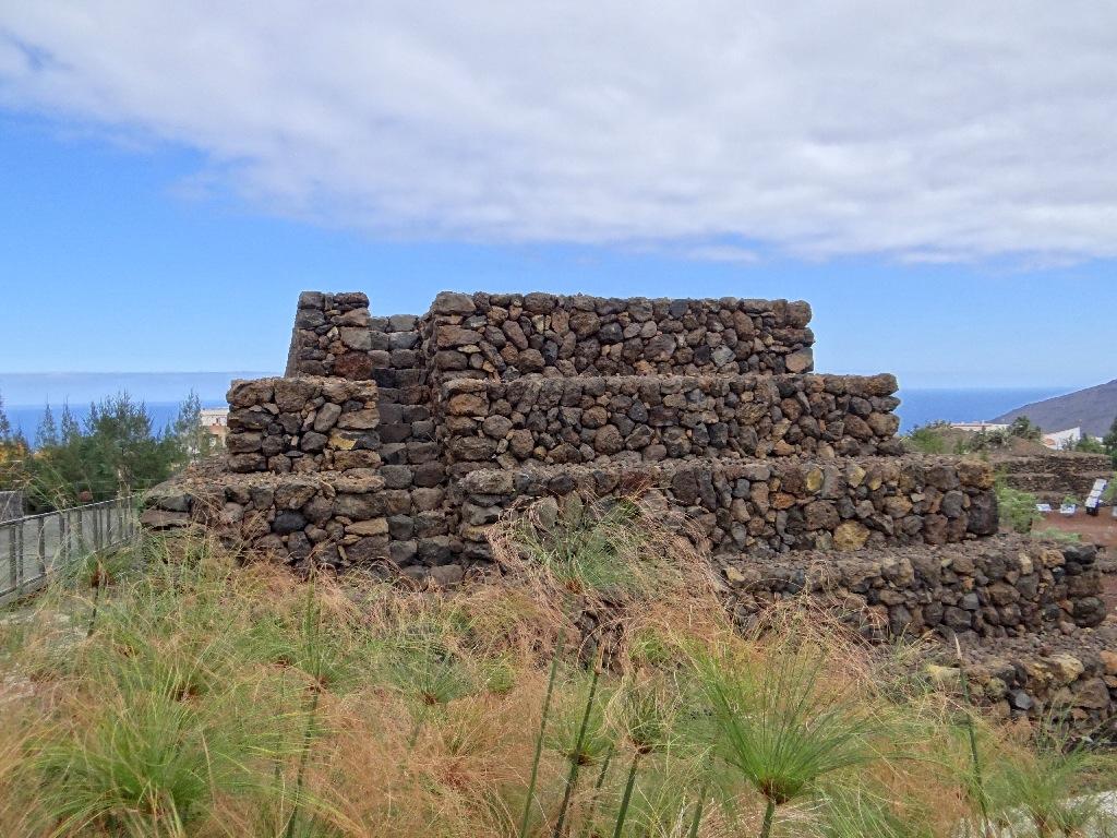 Pyramids of Guimarstart