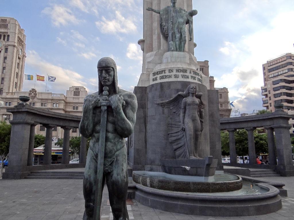 Santa Cruz monument