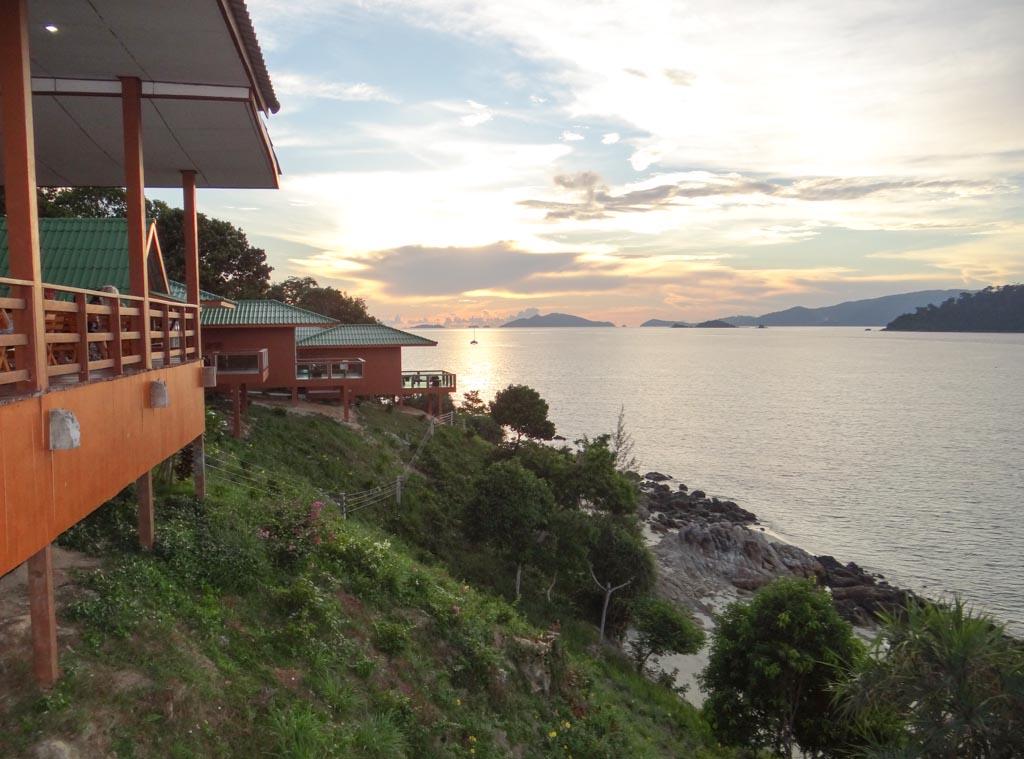 Ресторан над обрывом и морем