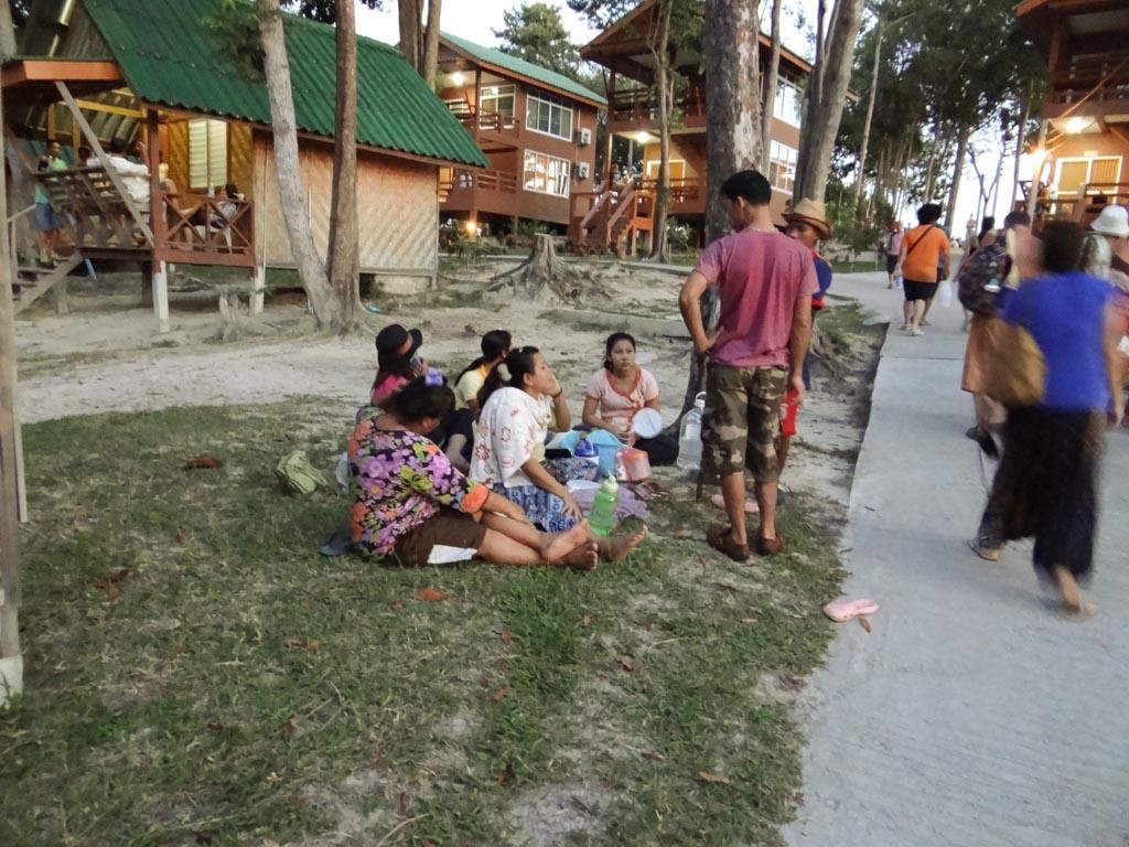 Люди в оживании цунами