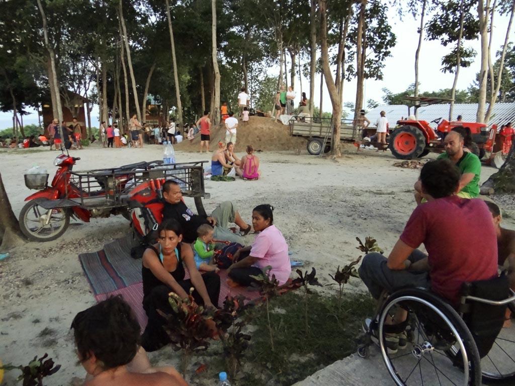 Ко Липе люди в ожидании цунами